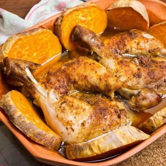 Csirkecombok nagyon omlósan, római tálban