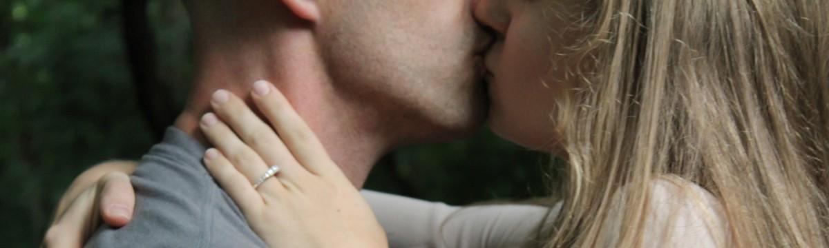 csók szerelem pár
