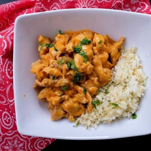 currys-csirke-karfiolrizzsel-a-szenhidratszegeny-izbomba