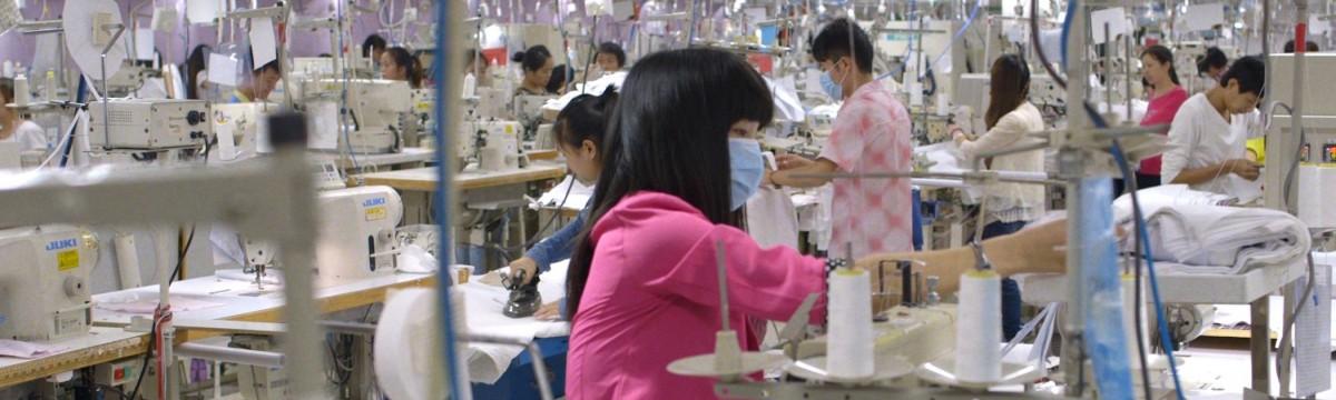 Dokumentumfilmek a fast fashion ruhagyárak mindennapjairól Indiában