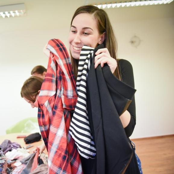 A legkülönlegesebb tavaszi ruháitokat ne az üzletekben keressétek – Lányok, ruhacserére fel!