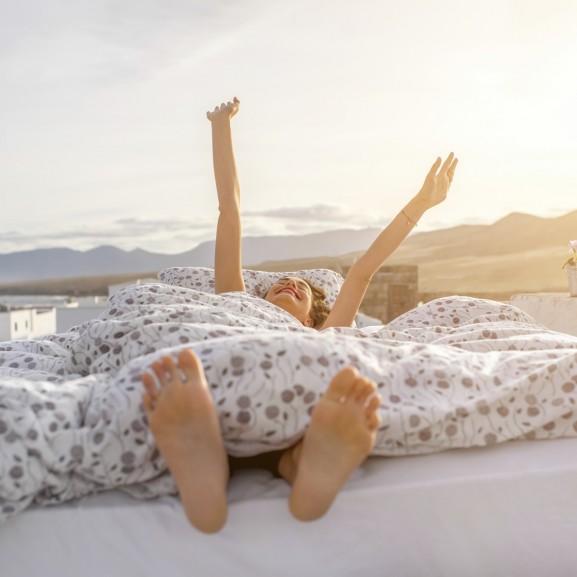 ébredés alvás nassolás nyaralás