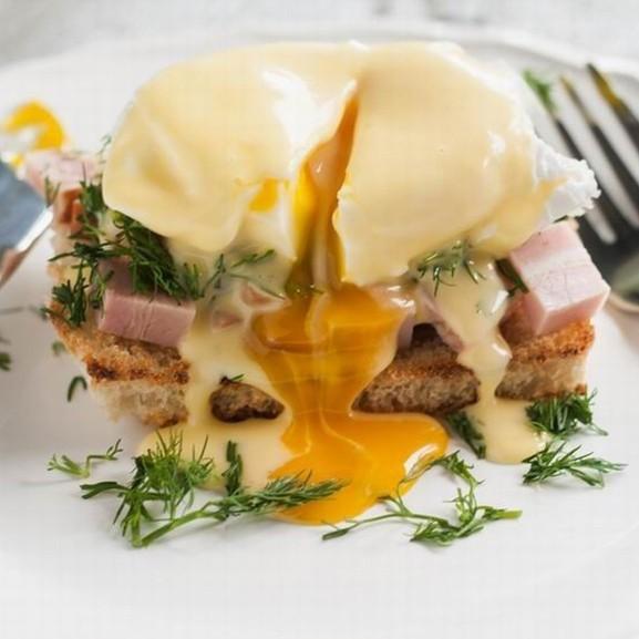 Egg Benedict reggeli