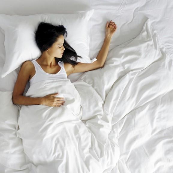 éjszaka alvás pihenés ágy