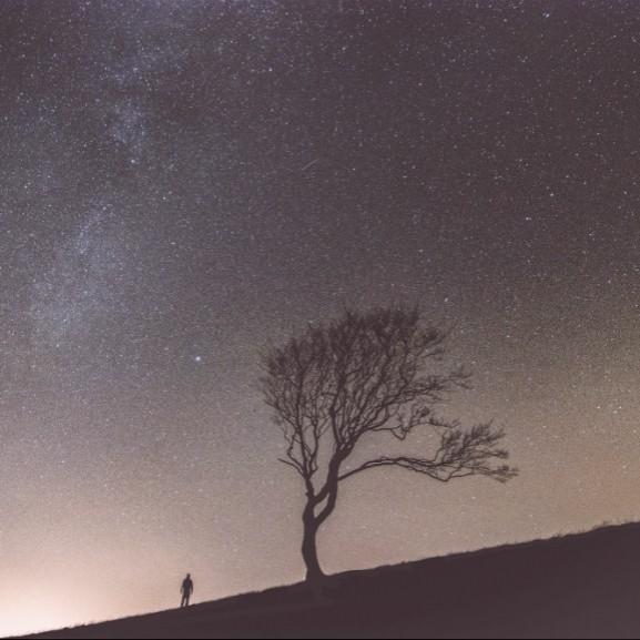 ejszaka-hullocsillag-egbolt-meteor