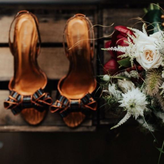 esküvő cipő csokor