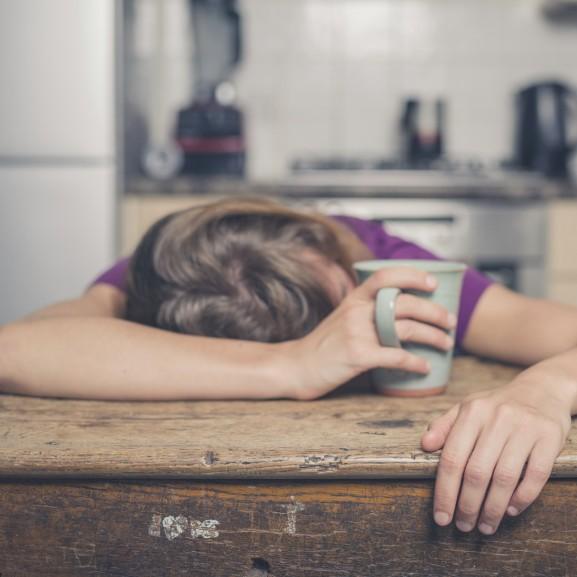 fáradt kimerült nő