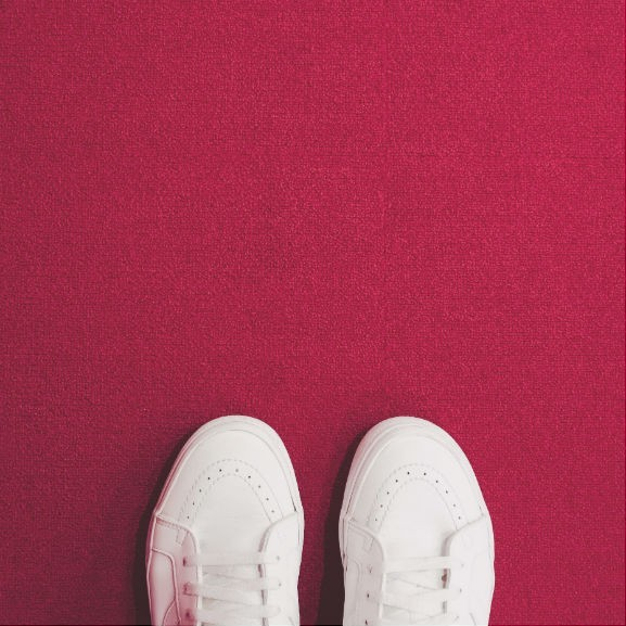 fehér piros cipő