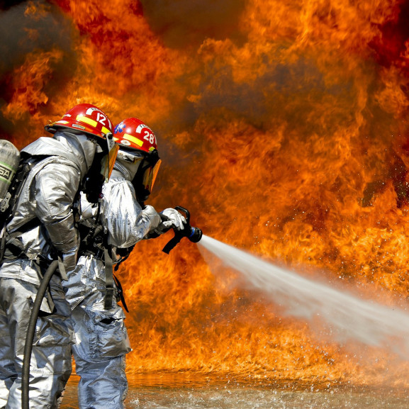firefighters-115800_1920