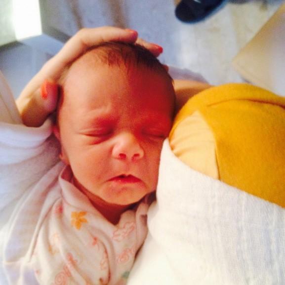 Flórababa sietős érkezése – Egy kis csoda, aki hirtelen nőből anyává változtatott Flórababa