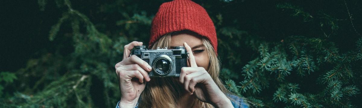 foto-fenykepezo-piros-sapka-lany