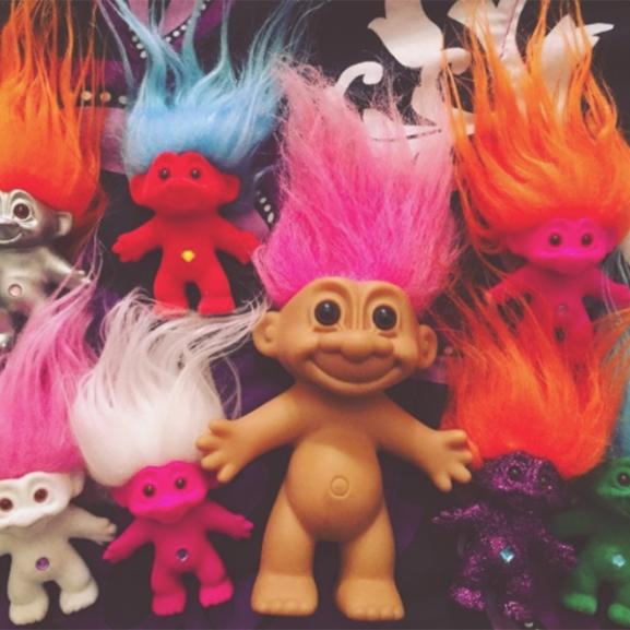 Trollok diktálják a sminktrendet – a színes hajú manók visszatértek