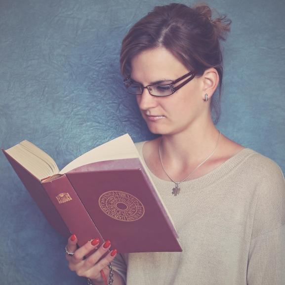 Az okos nők tényleg egyedül maradnak?