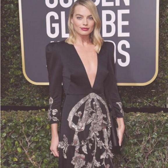 golden globe vörös szőnyeg 2018 ruha