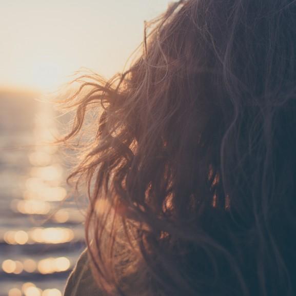 göndör hullámos haj