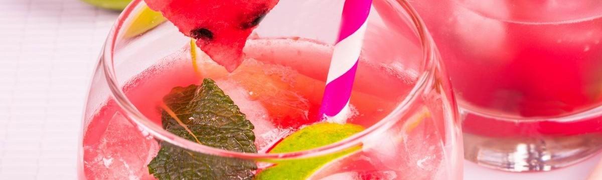 Görögdinnyés sangria gyümölcsfröccs borkoktél