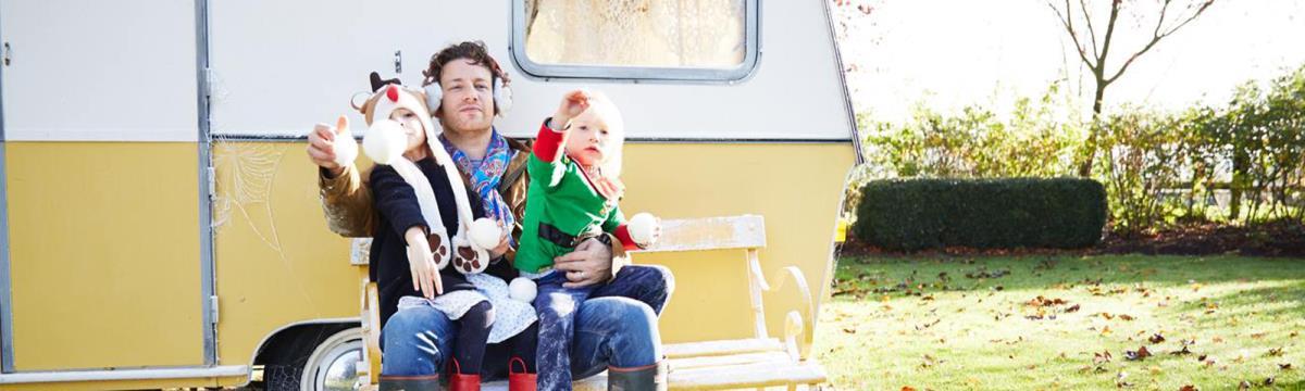 Bővül a család: Jamie Oliver felesége az ötödik gyerekükkel várandós