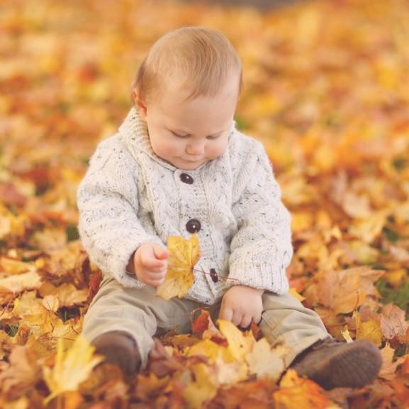 gyerek ősz falevél baba