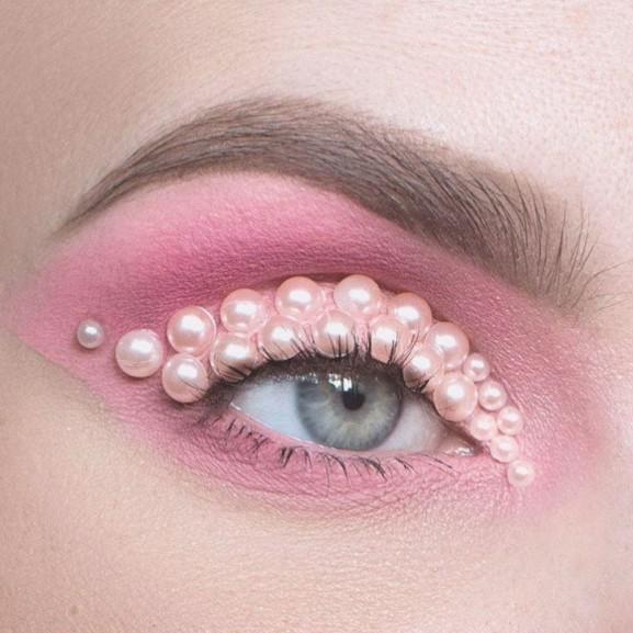 Gyöngyök az arcon. Lépésről lépésre: 3 módja a bronzosító gyöngyök használatának