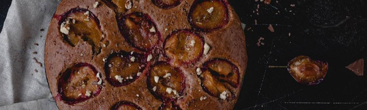 Gyors kevert csokis süti szaftosan, szilvával bolondítva