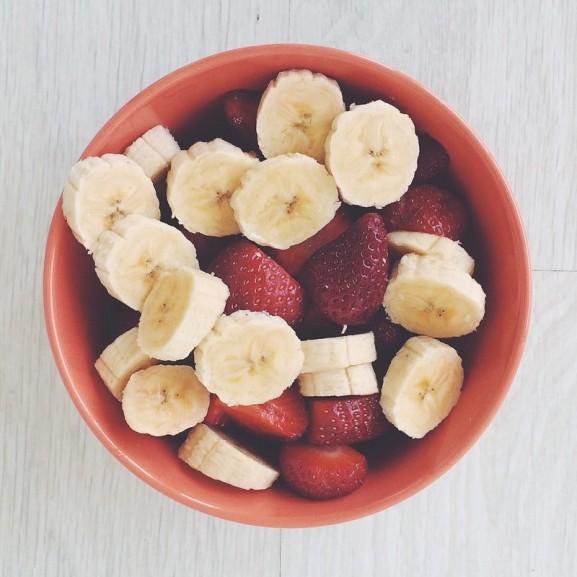 gyümölcs tál banán eper