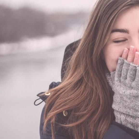 haj lány hideg kesztyű