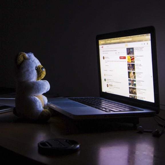"""""""Hajnalban vettem észre, hogy egész éjszaka egy képernyőt bámultam"""" – Az én-idő fontos, de ne vigyétek túlzásba!"""