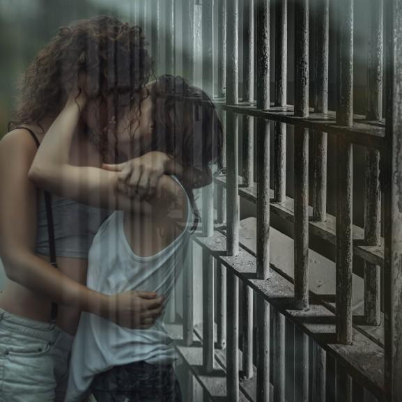 Heteró nők és a leszbikus börtönszex