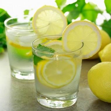Igyunk citromos vizet a szebb arcbőrért!