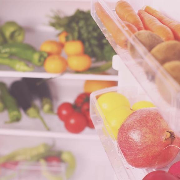 Egyetlen trükkel megduplázhatjátok a hűtőtökben a helyet
