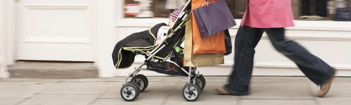 Szlalomgyakorlat a kutyakakik között – Babakocsis anyukák tippjei nagyvárosi közlekedéshez