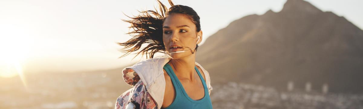 Ugráló mellek, összeérő combok és a többi – 5 kérdés, amit sok nő feltesz, ha már futni kezdett