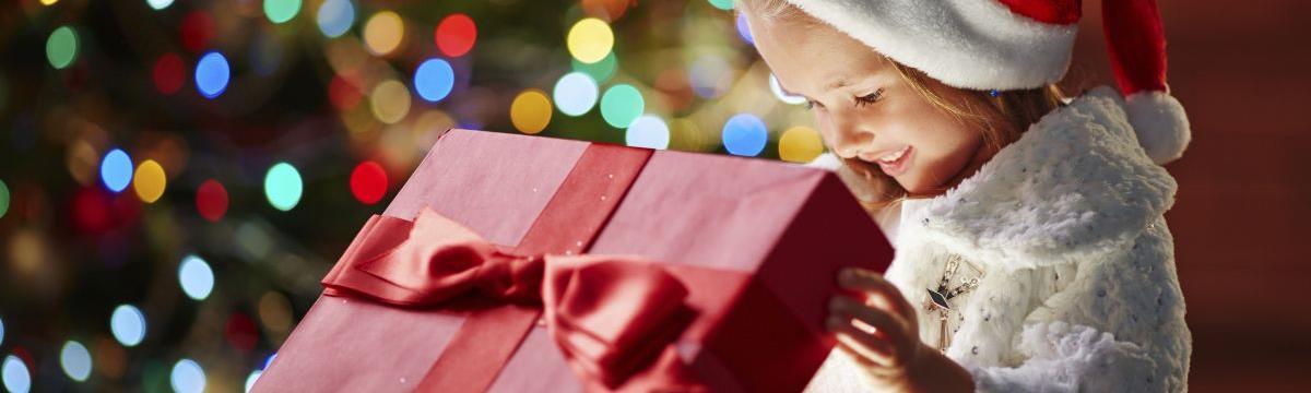 Kengurufogaton érkezik a karácsonyi csomag – Mit mesélnek mások a gyerekeiknek?