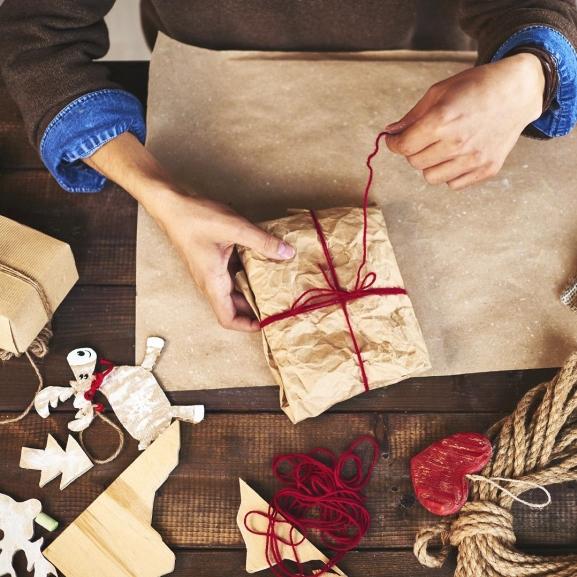 Nem vettetek még ajándékot a barátotoknak? A pasik segítenek!