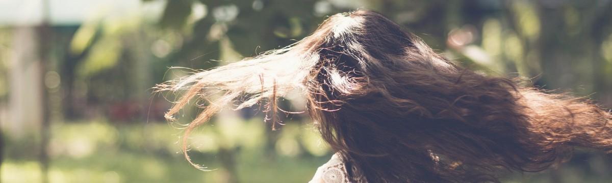 Jaj, még egy bocinyalás! – A legjobb frizuratippek forgók ellen