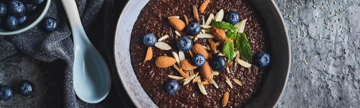Kakaós quinoakása kényeztetően, hétvégi reggelekre