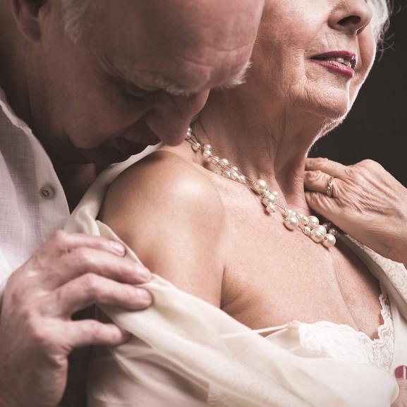 Kapaszkodjatok, durva lesz: nemcsak anyáék, de a nagyiék is szexelnek! Győri Zsófia