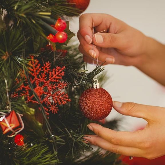 Mondjatok búcsút a piros-arany karácsonyfának! – Ezek az idei év legtrendibb díszei