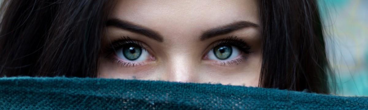 kék szem szemöldök