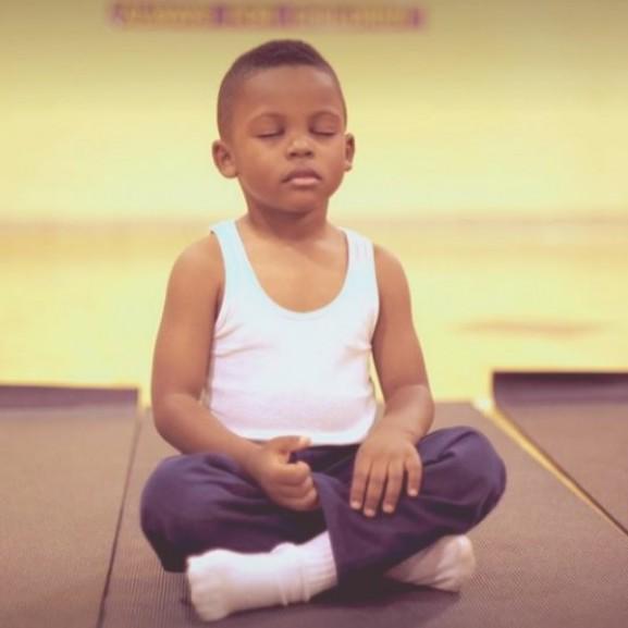 kisfiú, meditáció