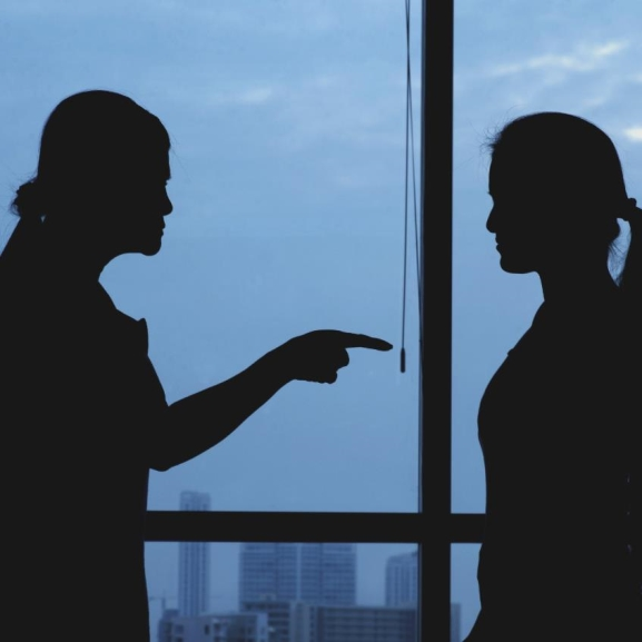 Bénító konfliktus a munkahelyen? – Így kezeljétek!