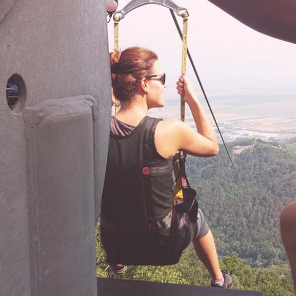 Bátorságpróba: kötélcsúszás a Magas-hegy és a Szár-hegy között