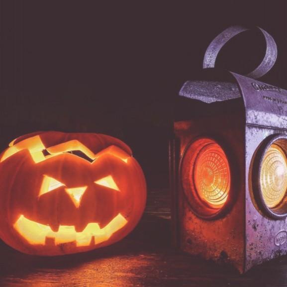 lampa-halloween-tok-sotet