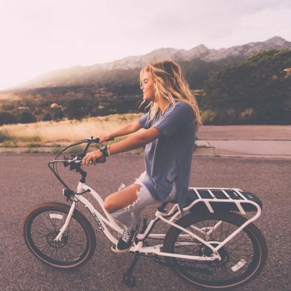 lany-bicikli-ut-mozgas-szoke