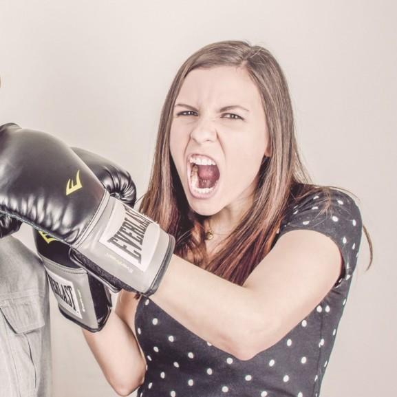 lány edz box mérges