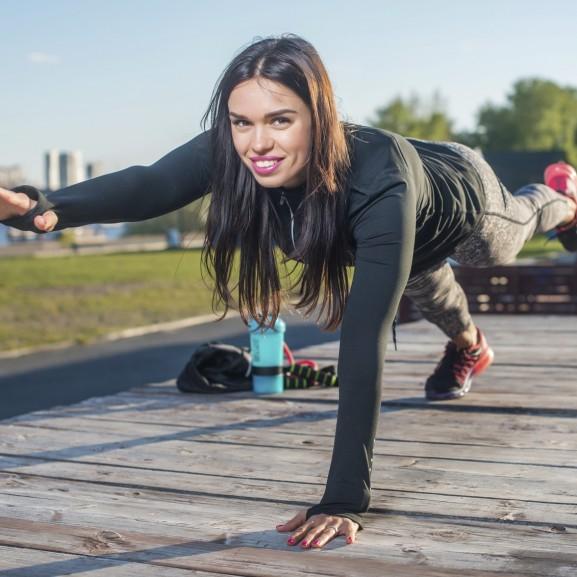 lány edzés természet ősz gyakorlatok
