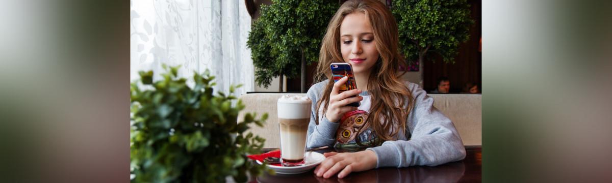 Lány telefon