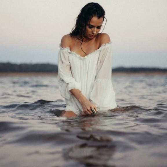 lány víz