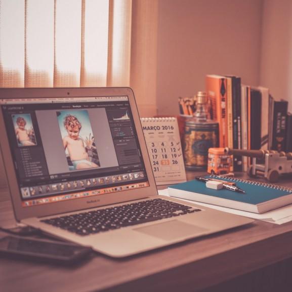 laptop íróasztal photoshop