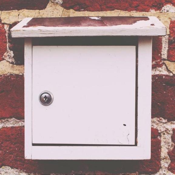 Kígyózó sor, elcserélt csomagok – Tippek, hogy túléljétek a postát